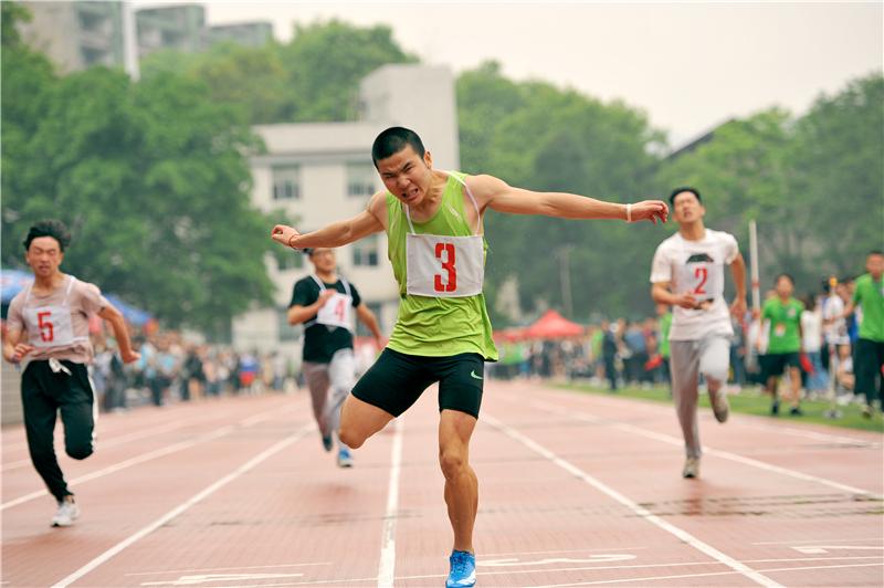 运动会男子100米